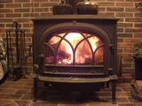 薪ストーブに火が入る
